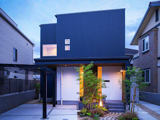 Casas modernas por 祐建築設計事務所 Moderno
