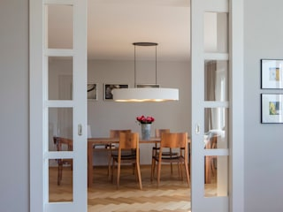 Küche im Shaker Style BAUR WohnFaszination GmbH Klassische Esszimmer Holz Grau