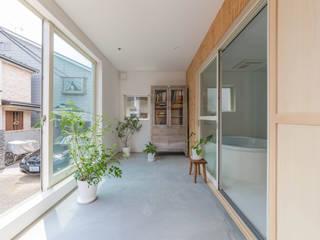北烏山の住宅: 水石浩太建築設計室/ MIZUISHI Architect Atelierが手掛けたサンルームです。,