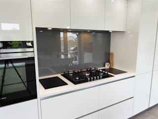 Luxurious White Kitchens by PTC PTC Kitchens Cucina moderna