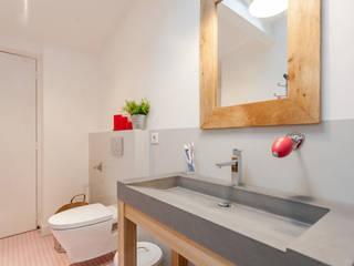 APPARTEMENT 175 Salle de bain moderne par FORT & SALIER Moderne