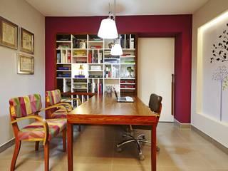 โดย Elisa Vasconcelos Arquitetura Interiores โมเดิร์น