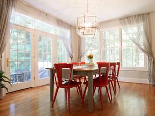 Larina Kase Interior Design Salle à manger moderne Bois massif Gris