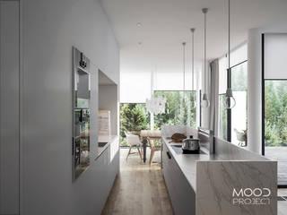 Dom w Norwegii: styl , w kategorii Kuchnia zaprojektowany przez MOODPROJECT
