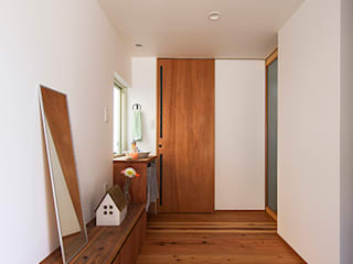 祐建築設計事務所 Modern corridor, hallway & stairs