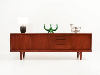 Enfilade teck 60's danoise  Attribué à Henning Kjaernulf:  de style  par Perlapatrame
