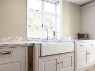 Pentlow Grand - Bespoke kitchen project in Suffolk Baker & Baker Dapur Klasik