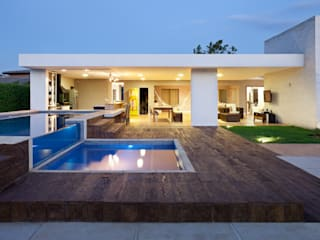 Modern Houses by Studio AZ Modern
