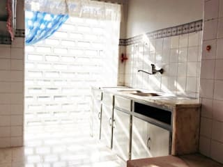 "Remodelação Total Apartamento T2 Benfica - LIsboa:  {:asian=>""asiático"", :classic=>""clássico"", :colonial=>""colonial"", :country=>""campestre"", :eclectic=>""eclético"", :industrial=>""industrial"", :mediterranean=>""Mediterrâneo"", :minimalist=>""minimalista"", :modern=>""moderno"", :rustic=>""rústico"", :scandinavian=>""escandinavo"", :tropical=>""tropical""} por FourHouse - Obras e Serviços,"