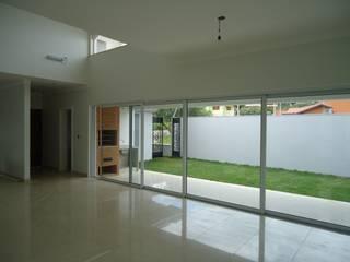 Lozí - Projeto e Obra Pasillos, vestíbulos y escaleras de estilo moderno