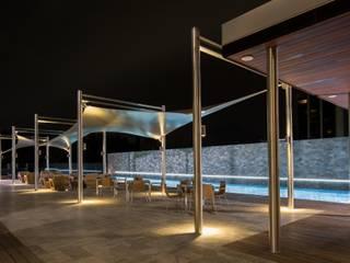 Piscinas de estilo moderno de Línea Vertical Moderno
