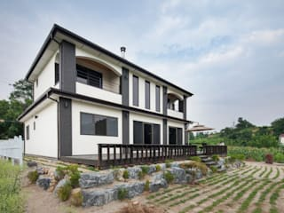 Modern style gardens by 윤성하우징 Modern
