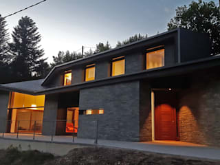 Fachada exterior: Casas de estilo  de 4RQ Ingeniería y Arquitectura