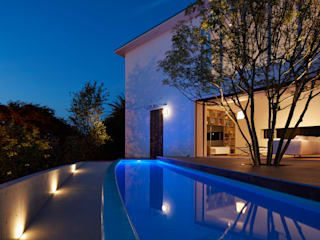 披露山_海の家 モダンな 家 の Mアーキテクツ|高級邸宅 豪邸 注文住宅 別荘建築 LUXURY HOUSES | M-architects モダン