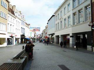 Remodelación de las calles del centro histórico: Oficinas y Tiendas de estilo  de Jordi Farrando arquitecte