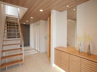 Modern Corridor, Hallway and Staircase by Franka Modern