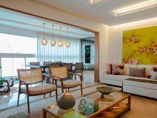 Living room by TOLENTINO ARQUITETURA E INTERIORES