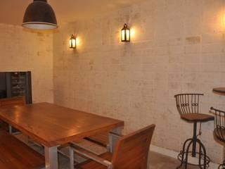 Clô Vieira Design de Interiores Ruang Penyimpanan Wine/Anggur Modern