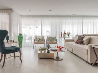 Classic style living room by Sandra Pompermayer Arquitetura e Interiores Classic
