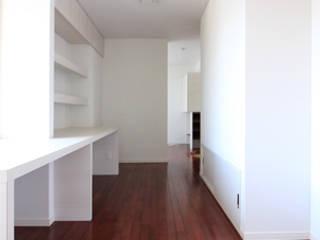 リフォーム: 真島瞬一級建築士事務所が手掛けた書斎です。