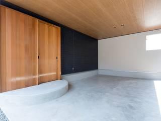 ゆふのいえ: 清建築設計室/SEI ARCHITECTが手掛けたガレージです。