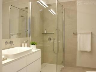 Minimalistyczne mieszkanie na Urysnowie Minimalistyczna łazienka od Pracownia Projektowa Pe2 Minimalistyczny