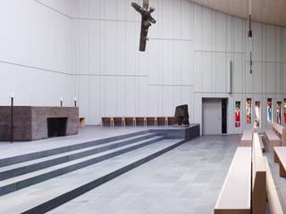 Escuelas de estilo  por Heinrich Quirrenbach Naturstein Produktions- und Vertriebs GmbH