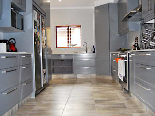 Capital Kitchens cc Cocinas de estilo moderno Tablero DM Gris
