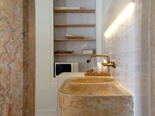 mube arquitectura Modern style bathrooms