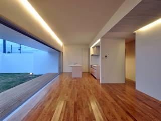 門一級建築士事務所 Modern living room Wood Wood effect