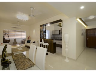 Residential Apartment on Bund Garden Road, Pune Navmiti Designs Modern dining room
