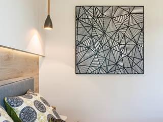 REALIZACJA - ZIELONA KLECINA 02: styl , w kategorii Sypialnia zaprojektowany przez Pracownie Wnętrz Kodo
