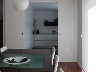Casa rua Castro Matoso: Salas de jantar modernas por Sónia Cruz - Arquitectura