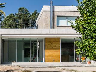 VIVIENDA UNIFAMILIAR EN ATIOS. O PORRIÑO Casas de estilo industrial de Fernández Luna Oficina de Arquitectura SCP Industrial