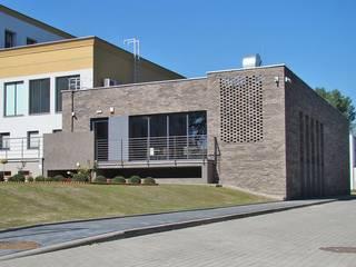 SALA WIELOFUNKCYJNA PRZY DOMU STUDENTA Nowoczesne domy od ABP Architekci Nowoczesny