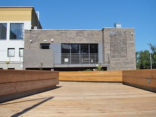 SALA WIELOFUNKCYJNA PRZY DOMU STUDENTA Nowoczesny balkon, taras i weranda od ABP Architekci Nowoczesny