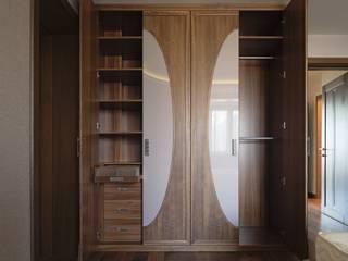 LUMI ห้องอ่านหนังสือและห้องทำงานตู้เก็บของและชั้นวาง