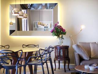 Apartamento Turístico Barcelona 2014: Comedores de estilo  de DELATORRE-HAUSMANN INTERIORISTAS