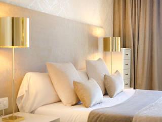 Apartamento Turístico Barcelona 2014: Dormitorios de estilo  de DELATORRE-HAUSMANN INTERIORISTAS