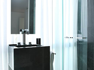 Apartamento Sitges - Barcelona 2013: Baños de estilo  de DELATORRE-HAUSMANN INTERIORISTAS