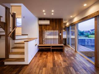 太子町の家-terrace side house-: 祐建築設計事務所が手掛けたリビングです。