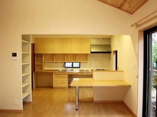 Comedores minimalistas de 木の家設計室 アトリエ椿 Minimalista