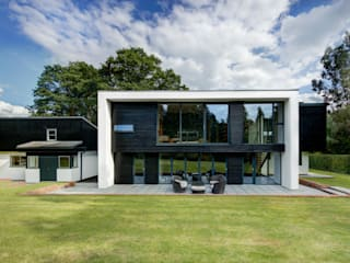 The Garden House: modern Houses by Re-Format LLP