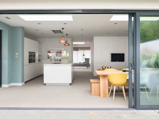 'Modernity in the woods' - North London residential refurbishment SWM Interiors & Sourcing Ltd 現代廚房設計點子、靈感&圖片
