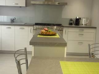 Cuisine rénovation complète Oise Cuisine moderne par KONCEPT AGENCEMENT Moderne