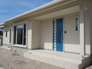 真っ白い家 モダンな 家 の エグチデザインオフィス モダン