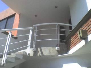 Casa Moreno: Casas de estilo  por Rueda Arquitectura y Bienes Raíces