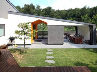 거실에서 바라본 풍경 모던스타일 정원 by 주택설계전문 디자인그룹 홈스타일토토 모던