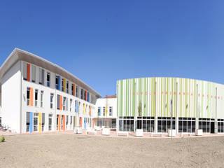 Inaugurazione Scuola Racagni di Parma - Certificata LEED GOLD - Scuola ad energia quasi 0 : Scuole in stile  di Marlegno