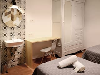 PROYECTO DE REFORMA E INTERIORISMO, PENSIÓN SAN PANCRACIO: Dormitorios de estilo  de odea